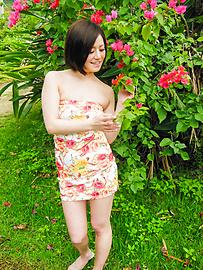 Minami Asano - Outdoor Asian blow job withMinami Asano - Picture 2