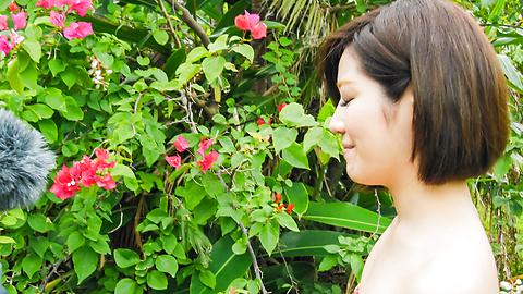 Minami Asano - Outdoor Asian blow job withMinami Asano - Picture 5