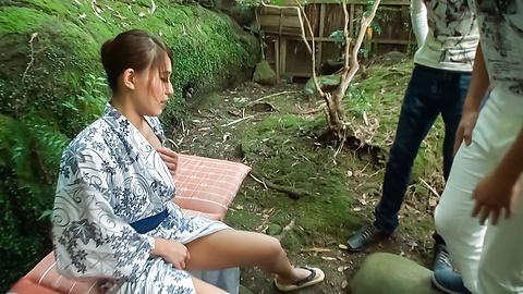 Aoi Mizuno - Outdoor Asian blowjobs by steamyAoi Mizuno - Picture 6