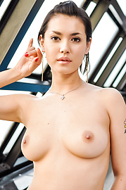 Maria Ozawa - Maria Ozawa blows a strong dick before sex  - Picture 2