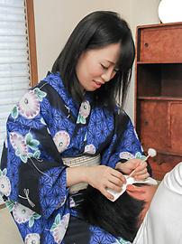 Yui Kyouno - 卷毛小唯 Kyouno 享受全部的亚洲口交 - 图片 4