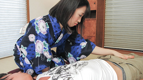 Yui Kyouno - 卷毛小唯 Kyouno 享受全部的亚洲口交 - 图片 5