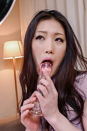 Naomi Sugawara - Naomi Sugawara giving alluring asian blowjob - Picture 1