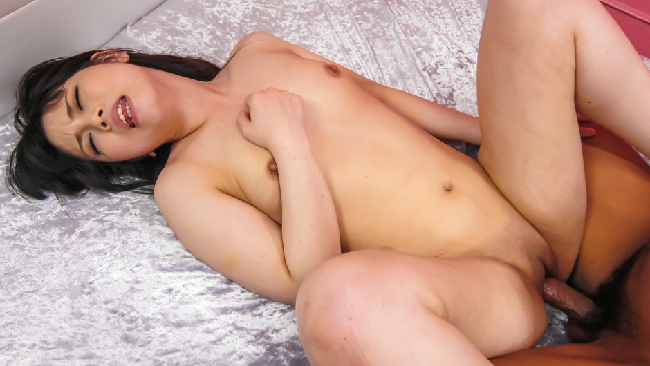 Miyu Shiina amazes with her Asian blowjob