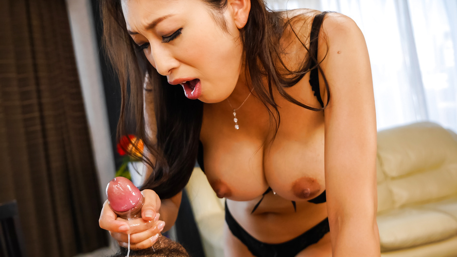 Asian milf combines massage with special blowjob