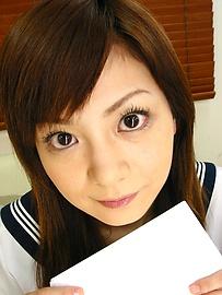 Anna Watase - Anna วาตาเซะ ตรวจสอบในชุดนักเรียนของเธอ -  1 รูปภาพ