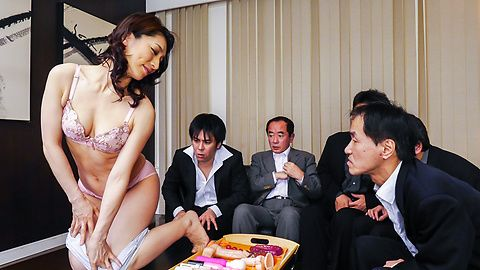 Marina Matsumoto - ญี่ปุ่น blowjob ร้อนไหมโดย Marina มัตสึโมโตะ -  3 รูปภาพ