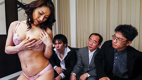 Marina Matsumoto - ญี่ปุ่น blowjob ร้อนไหมโดย Marina มัตสึโมโตะ -  4 รูปภาพ
