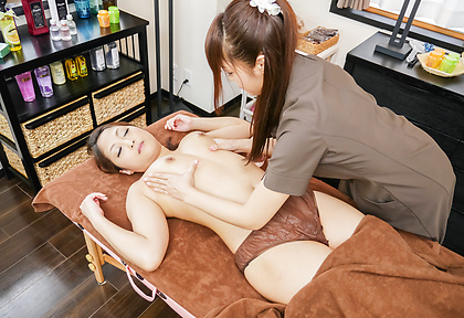 Massage leads Asian milf to crave for oral sex