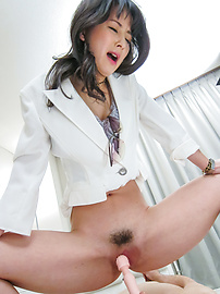 Ayumi Iwasa - Ayumi Iwasa gives an asian foot job and sits on his face - Picture 6