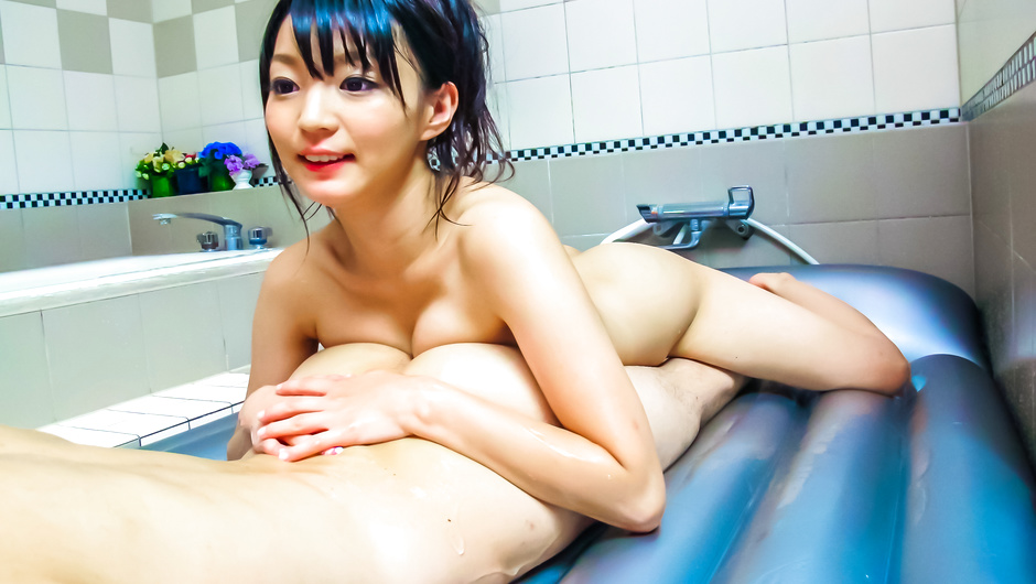An asian blowjob leads to a cock riding for Konoha in the tub