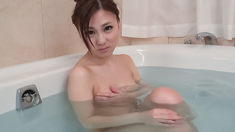 Maki Horiguchi - Maki Horiguchi uses Asian vibrator in solo scenes  - Picture 4