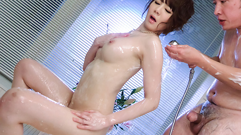 Airi Miyazaki - Japanese blow jobs in the shower with Airi Miyazaki - Picture 1
