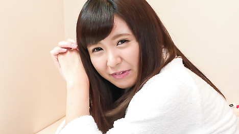 Young Asian Yui Shimazaki toy ucked on cam