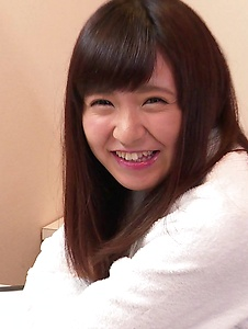 Yui Shimazaki - Young Asian Yui Shimazaki toy ucked on cam - Screenshot 2