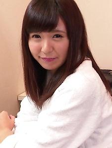 Yui Shimazaki - Young Asian Yui Shimazaki toy ucked on cam - Screenshot 3