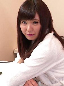 Yui Shimazaki - Young Asian Yui Shimazaki toy ucked on cam - Screenshot 4