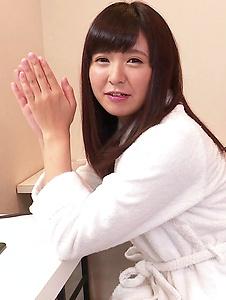 Yui Shimazaki - Young Asian Yui Shimazaki toy ucked on cam - Screenshot 5