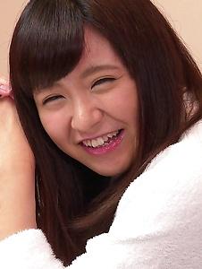 Yui Shimazaki - Young Asian Yui Shimazaki toy ucked on cam - Screenshot 8