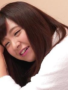 Yui Shimazaki - Young Asian Yui Shimazaki toy ucked on cam - Screenshot 9