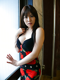 Karen Natsuhara - Karen Natsuhara gives an asian blow job before she's fucked - Picture 2