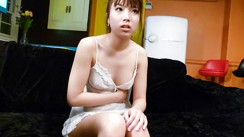 橘ひなた - はめたい橘ひな~豪快W口内射精 - Picture 1