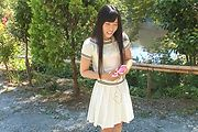 Japanese outdoor posing with young Yui Kasugano Photo 1