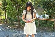 Japanese outdoor posing with young Yui Kasugano Photo 3