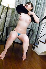 前田陽菜 - はめたい美爆乳前田陽菜の潮吹きオナニー - Picture 3