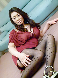 Rei Kitajima - Busty milf fucked by two guys and made to swallow - Picture 1