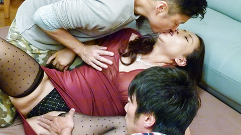 Rei Kitajima - Busty milf fucked by two guys and made to swallow - Picture 2