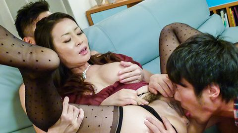 Rei Kitajima - Busty milf fucked by two guys and made to swallow - Picture 9
