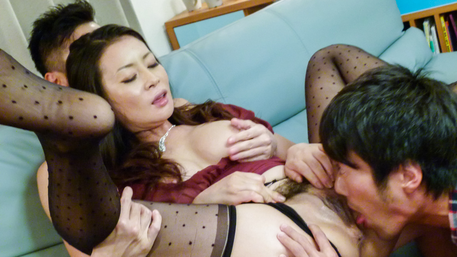 Babe in av stockings, Rei Kitajima, fucking in threesome