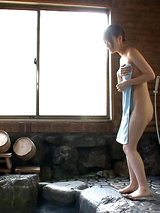 Hitomi Oki - Naked Jacuzzi threesome with naughty Hitomi Oki - Screenshot 1