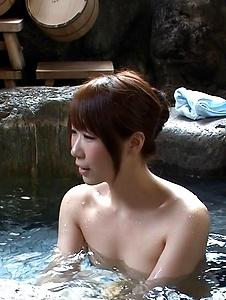 Hitomi Oki - Naked Jacuzzi threesome with naughty Hitomi Oki - Screenshot 5