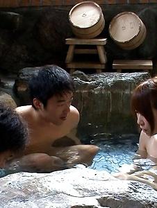 Hitomi Oki - Naked Jacuzzi threesome with naughty Hitomi Oki - Screenshot 6
