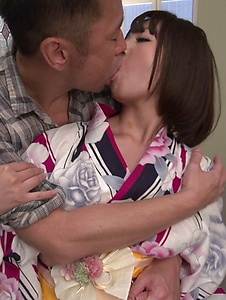 Wakaba Onoue - Wakaba Onoue amazes with her warm Japanese blow job - Screenshot 2