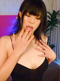 Saki Aoyama - Sweet Saki Aoyama oiled fingers her fish taco - Picture 12