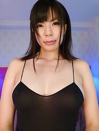 Saki Aoyama - Sweet Saki Aoyama oiled fingers her fish taco - Picture 2