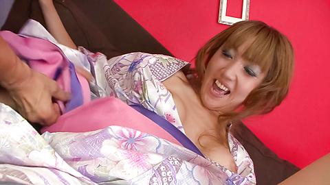 Yuki Mizuho - น่ารักนะ ยูกิ มิซูโฮะแกล้งลูบไล้ด้วยความรักและเย็ดในชุดกิโมโนของเธอ -  5 รูปภาพ