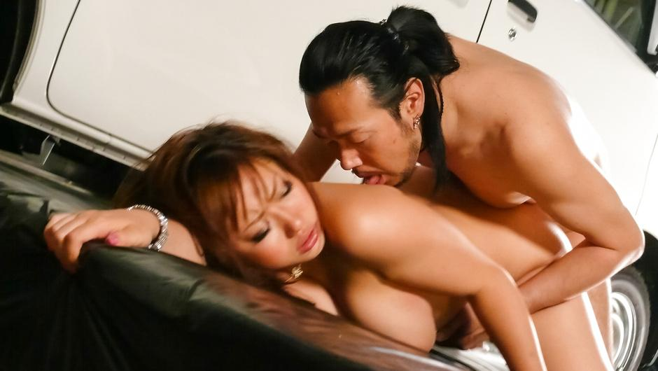 Giving japanese blowjobs earns Neiro Suzuka a stiff fucking