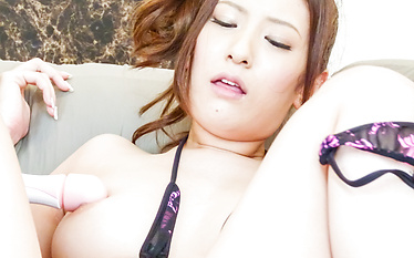 Yui Kasuga is rewarded with a facial after a nice blowie