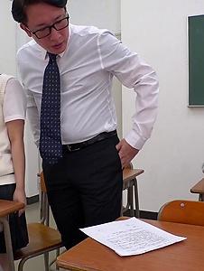 Mahoro Yoshino - Mahoro Yoshino fucked by two guys in school XXX - Screenshot 10