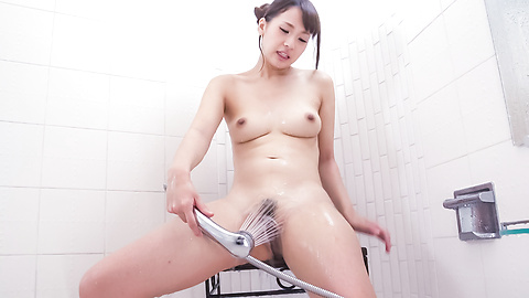 Yui Oba - Amateur Asian plays with her pussy in the tub - Picture 10