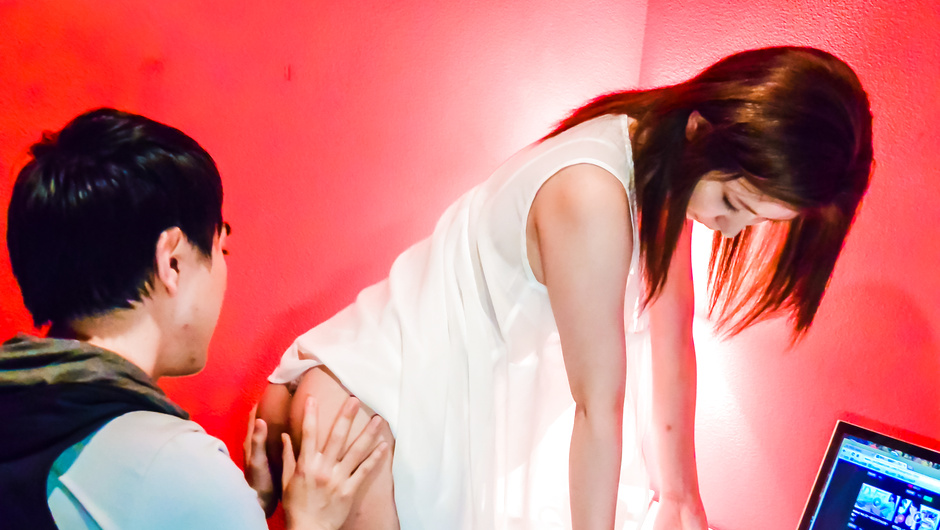 芦田かれんねえ、しよ‥えっちしたくてゴム片手にカレシを挑発する超絶かわいい美少女Sian鳴沢村