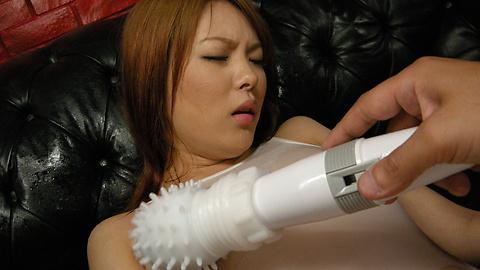 Rei - 被戳到她孔假陽具Rei獲取面部護理 - 圖片9