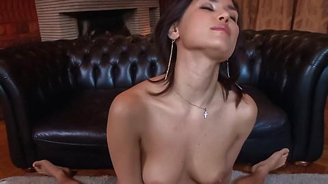 Maria Ozawa - 弯曲的屁股日本细心照顾两只公鸡 - 图片 9