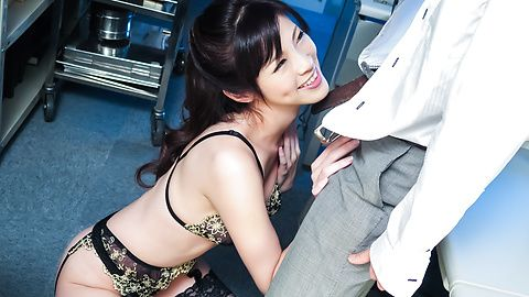Sara Yurikawa - SLim Sara Yurikawa provides amazing Asian blowjobs - Picture 1