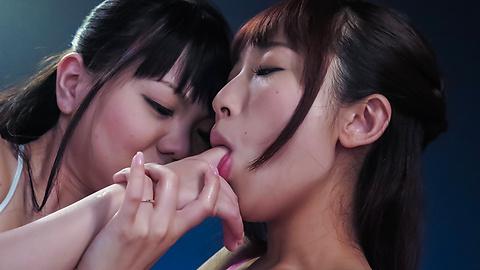 Yui Misaki - ด้านบน Threesome กับมิซากิและยุ้ยรึเปล่ายูริ คาโต้ -  4 รูปภาพ