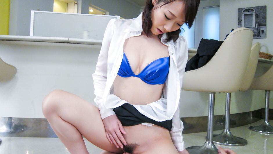 Japanese lingerie model provides amazing blowjob